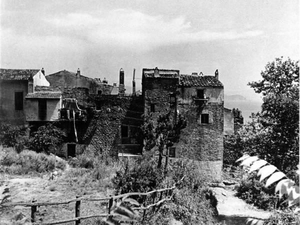 San Felice Circeo - Le mura viste dal Piazzale San Francesco