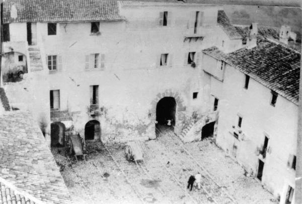 San Felice Circeo - Pizza Vittorio Veneto vista da sopra la torre dei Templari
