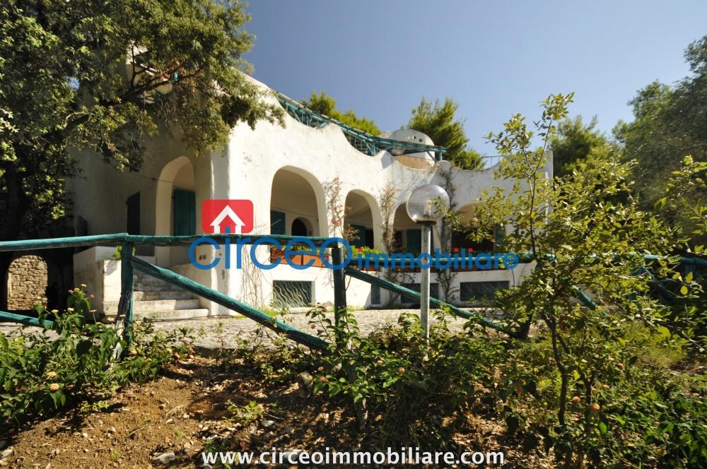 Vendita rif u08 villa sulla scogliera for Vendesi ufficio roma